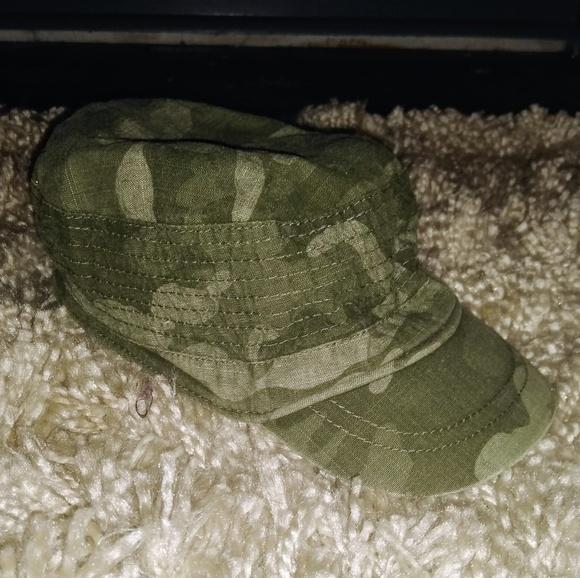 NWT Old Navy Boy Fleece Green Camouflage Mitten /& Hat Set 6-12 12-24 or 2T-3T